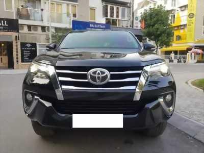 bán xe Toyota Fortuner 2018 máy xăng số tự động 2 cầu, màu đen nhập khẩu,