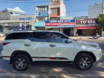 Cần bán xe Toyota Fortuner 2017 máy dầu số sàn, màu trắng