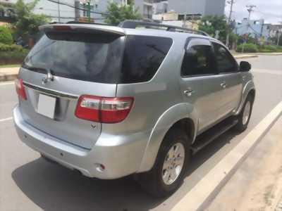 bán xe Toyota Fortuner 2010 số tự động máy xăng, màu bạc
