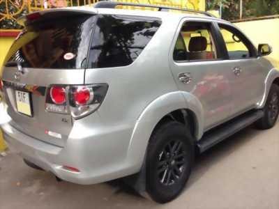 Cần bán xe Toyota Fortuner 2015, số sàn, máy dầu