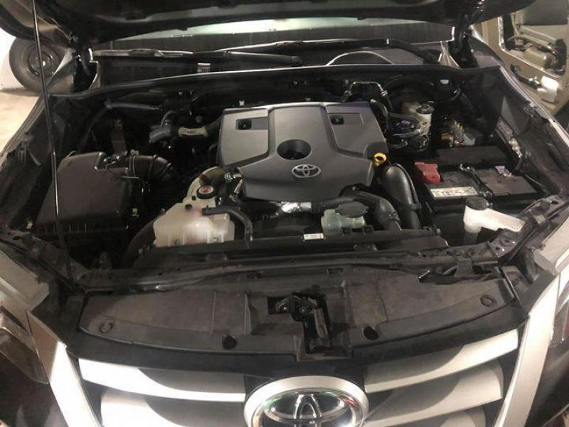 Bán xe Toyota Fortuner máy dầu 2017 màu xám nhập Indonesia.