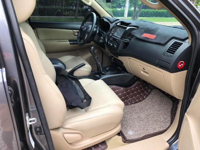 Cần bán xe Fortuner 2015, số sàn, máy dầu, màu xám trì còn mới ken.