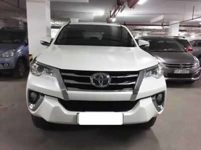 Cần bán Toyota Fortuner 2.7V 2017, xe gia đình ít đi