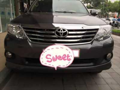 Cần bán xe Toyota Fortuner 2013 at xăng màu xám chì
