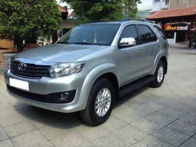 Cần bán xe Toyota Fortuner 2012 số tự động 1 cầu, máy xăng, màu bạc