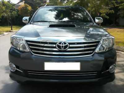 Cần bán xe Toyota Fortuner 2015 mt dầu màu xám chì