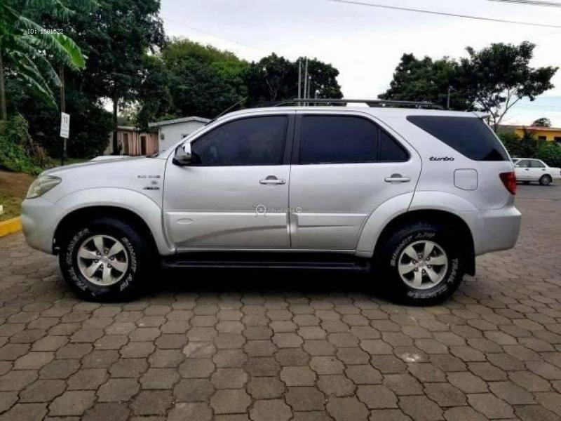 Bán xe ô tô Toyota Fortuner TRD Sportivo 4x2 AT 2015 giá 835 Triệu