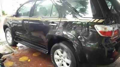 Mình cần nhượng lại chiếc ô tô Toyota Fortuner năm 2012, màu đen sang chảnh giá tốt