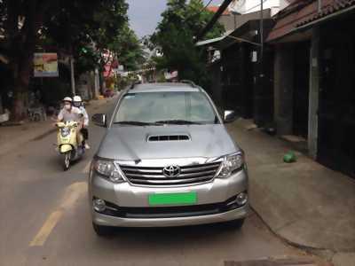Xe Toyota Fortuner 2016 máy dầu số sàn, màu xám bạc