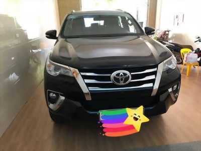 Bán xe Toyota Fortuner 2018 máy xăng, số tự động, màu nho