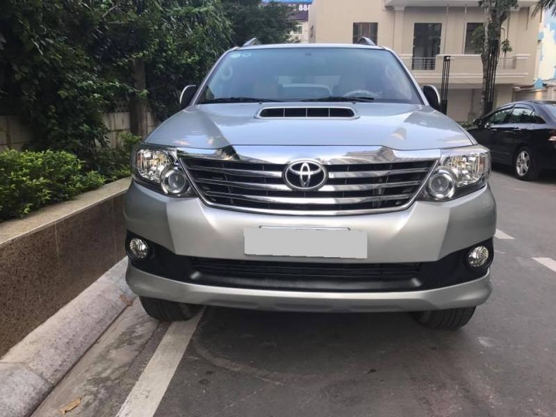 Cần bán xe Toyota Fortuner 2014 máy dầu, số sàn, màu bạc