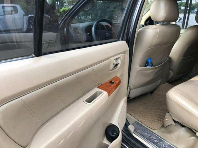 Lên đời mới cần bán xe cũ hiệu Toyota Fortuner 2011,bản V
