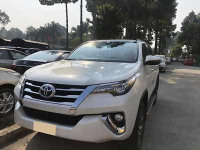Cần tiền gấp bán nhanh xe Toyota Fortuner 2018, tự động máy xăng