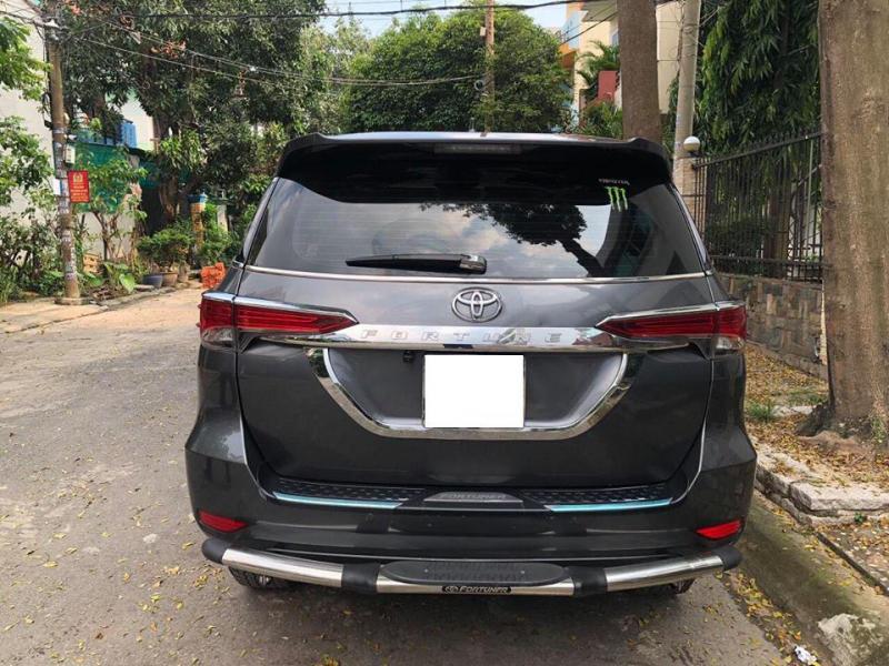Vỡ nợ bán gấp Toyota Fortuner 2018 số tự động . Xe màu xám chì