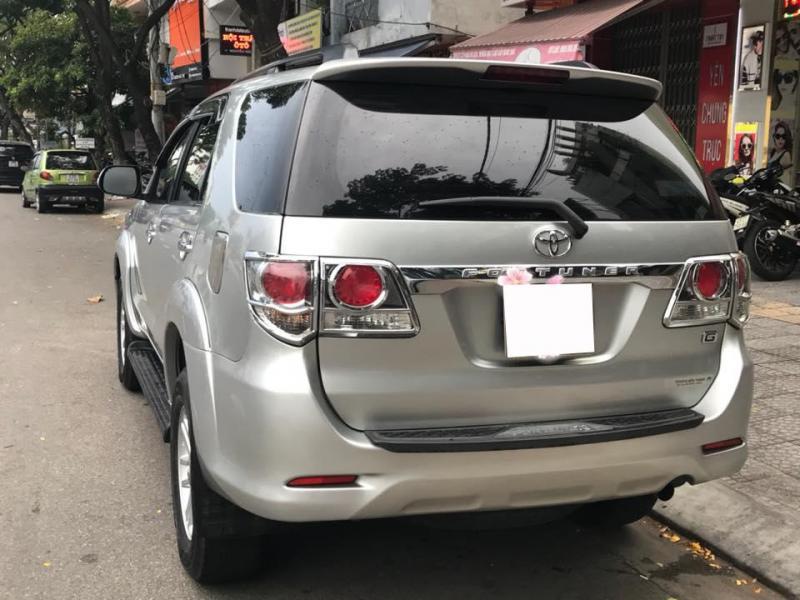 Cần bán gấp Toyota Fortuner 2012 máy dầu. Xe form 2013