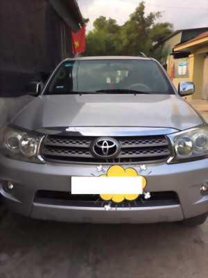 Bán xe Toyota Fortuner 2009 số sàn máy dầu . Xe màu bạc