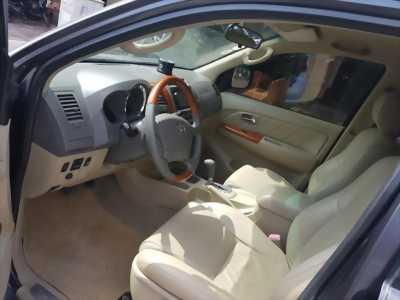 Gia đình cần bán xe Fortuner 2010 số tự động, màu xám chì gia đình sử dụng, odo 87.000km