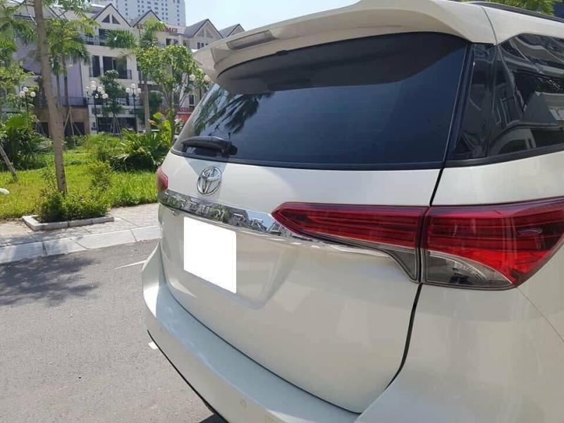 Gia đình cần bán xe Fortuner 2017, số tự động, máy xăng, màu trắng.