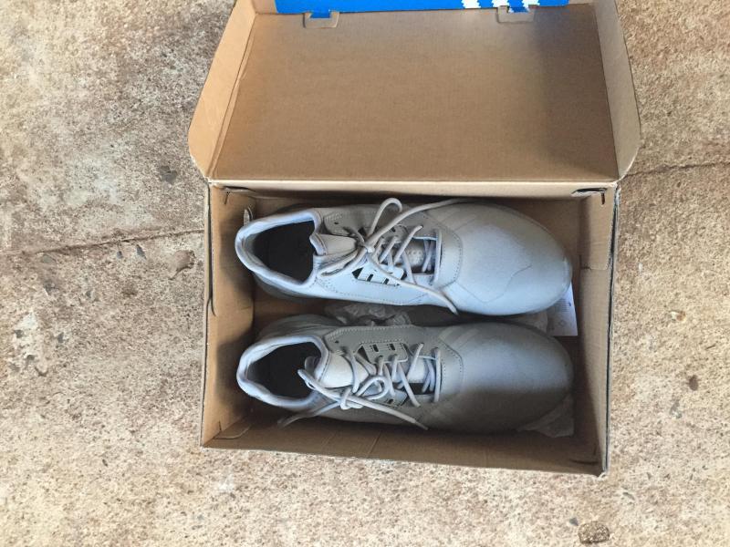 Cần bán giày Tubular xám