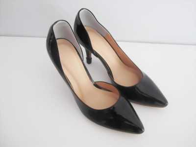 Giày cao gót màu đen da bóng