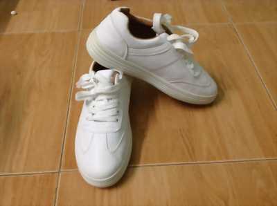 Cần bán giày nữ full trắng mới 100%