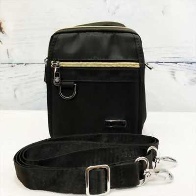 Túi đeo chéo vải dù màu đen chống nước phối dây kéo mạ vàng TDC0005