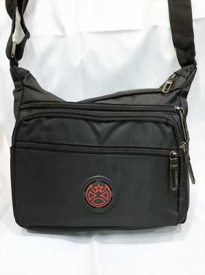 Túi đeo chéo nam logo phi tiêu đỏ kiểu ngang 5 ngăn dày tốt TDC0025