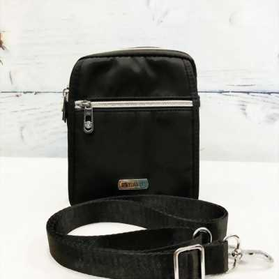 Túi đeo chéo chống nước màu đen phối dây kéo mạ vàng TDC0007