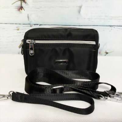 Túi đeo chéo kiểu ngang màu đen phối dây kéo bạc sáng TDC0008