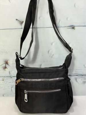 Túi đeo chéo loại ngang màu đen trơn thời trang TDC0011