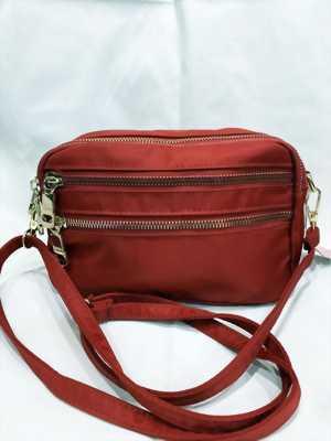 Túi đeo nữ màu đỏ khóa kéo màu vàng thời trang TDC0032