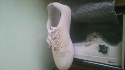 Cần bán đôi giày ecko