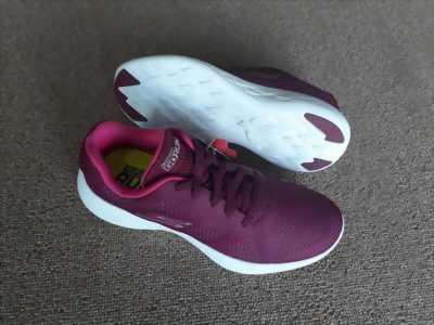 Giày Skechers thể thao cho các bạn nữ giá rẻ