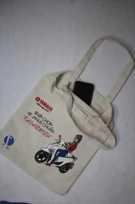 Sử dụng túi vải bố làm quà tặng cho các hãng xe máy