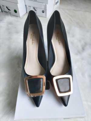 Giày cao gót 9P trơn màu mũi nhọn đính kim loại hình thang Mã 5215-15