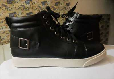 giày da cổ cao màu đen giá cả hấp dẫn