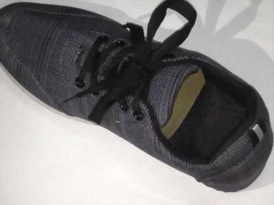 Giày zin nhập về nhiều quá nên bán bớt