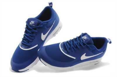 Giày thể thao Nike.