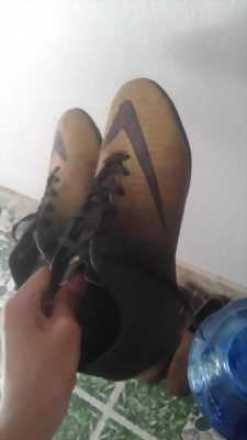 Giày đá bóng nike mới đá được 2 ,3 trận giá cũ 350k