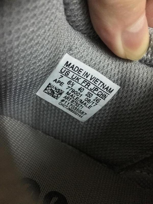 Giày Adidas yeezy 700