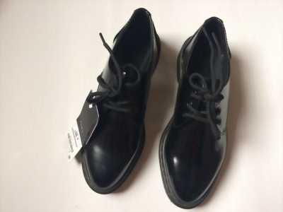 Pass lại 2 đôi giày