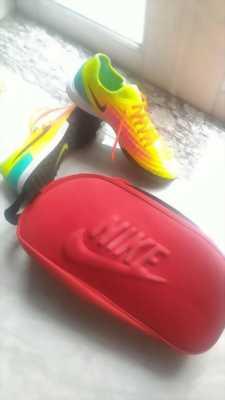 Giày đá bóng sân cỏ mini