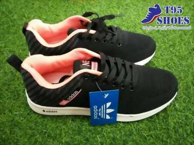 Giày thể thao đen