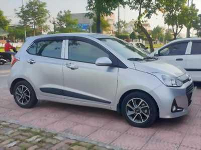 Bán Huyndai I10 số sàn 1.2 màu bạc 2018 xe gia đình