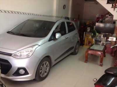 Kẹt tiền cần bán chiếc Hyundai i10 2014 màu bạc mới 99% với giá hữu nghị