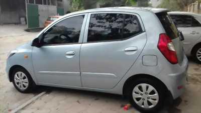 Cần bán chiếc Hyundai i10 đời 2011, màu xanh lam, xe còn rất mới giá tốt