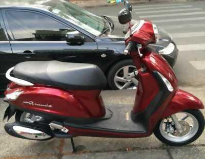 Xe Grande đỏ nữ chạy