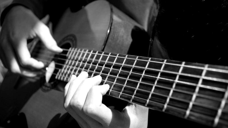 Tìm địa chỉ bán đàn guitar acoustic giá rẻ tphcm
