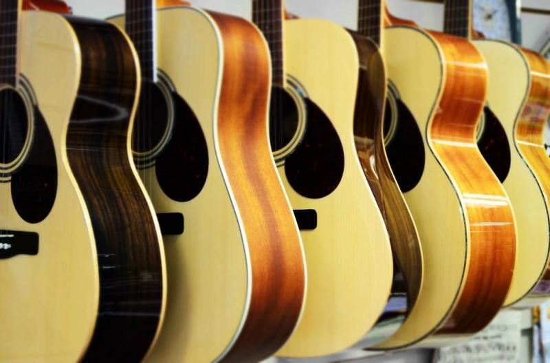 Giá bộ dây đàn guitar acoustic và cách chọn dây đàn phù hợp