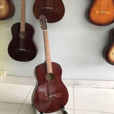Guitar acoustic mới 99% có ty chỉnh cần. Có fix